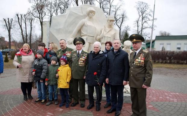 Официальная церемония открытия памятного знака воинам-интернационалистам в Сквере Воинской Славы в Кобрине